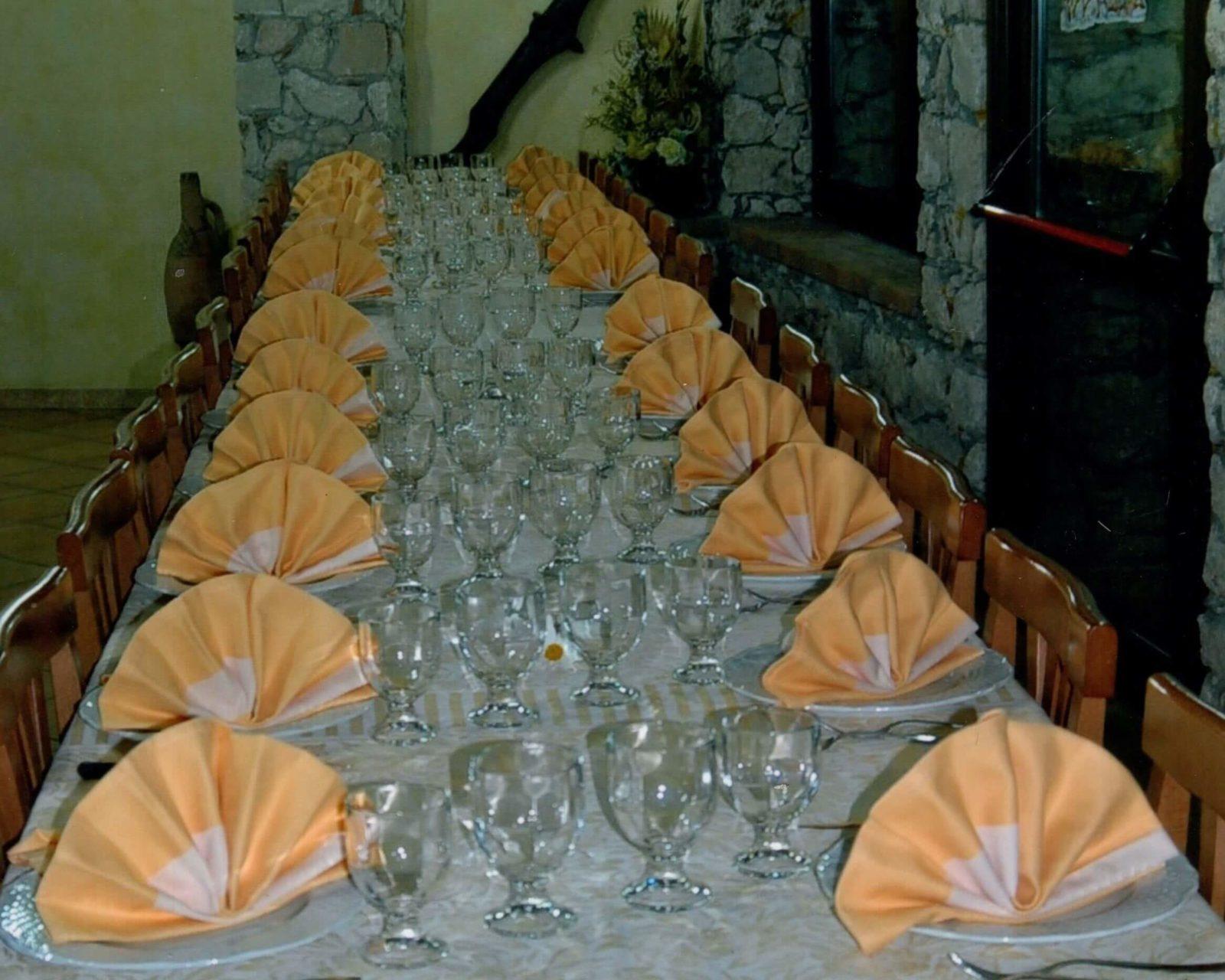 pranzo cena tavola apparecchiata